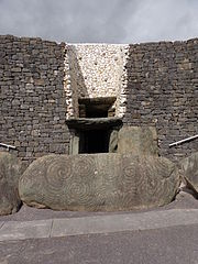 The entrance to Newgrange. Note the 'roofbox' that would let light in at midwinter sunrise. By Superchilum (Own work) [CC-BY-SA-3.0 (http://creativecommons.org/licenses/by-sa/3.0)], via Wikimedia Commons